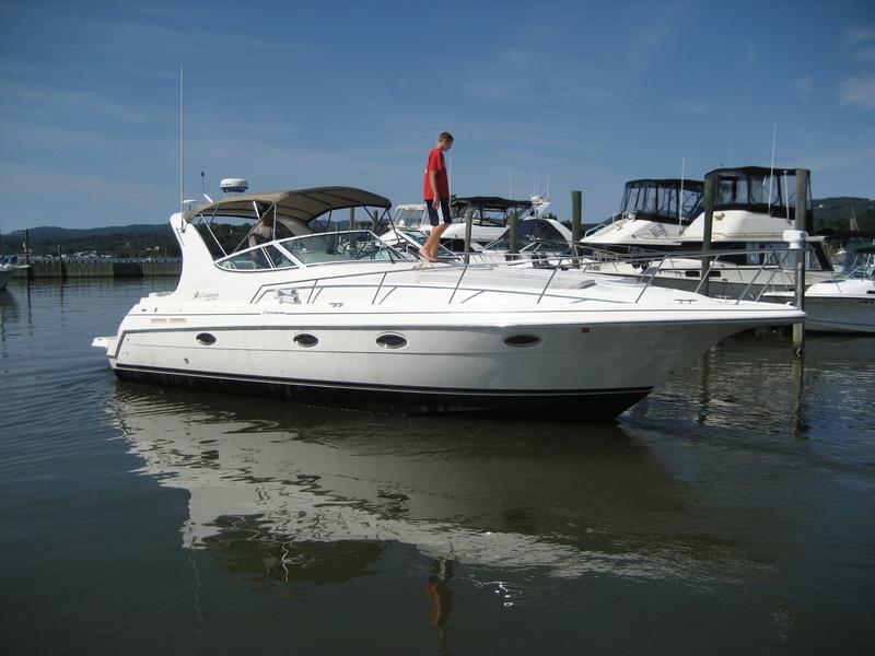 Cruisers Yachts - 3372 Express