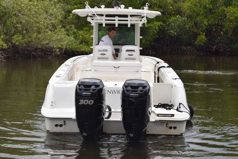 Boston Whaler - 320 Outrage