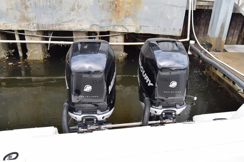 Boston Whaler - 320 Outrage