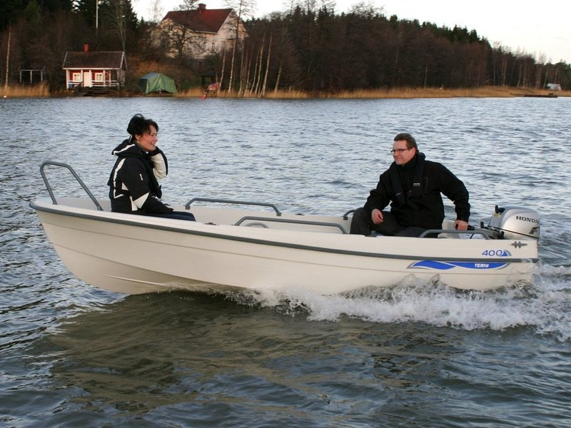 Terhi - 400 OPEN BOAT  DELIVERY AVAILABLE. GREEN OR WHITE