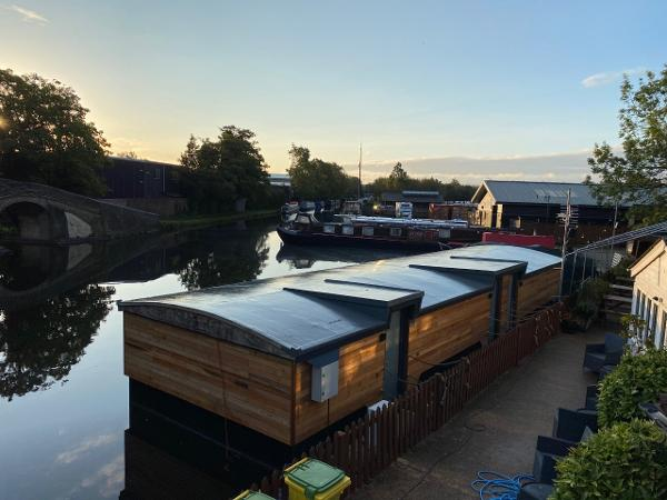 Barge - Houseboat Accommodation