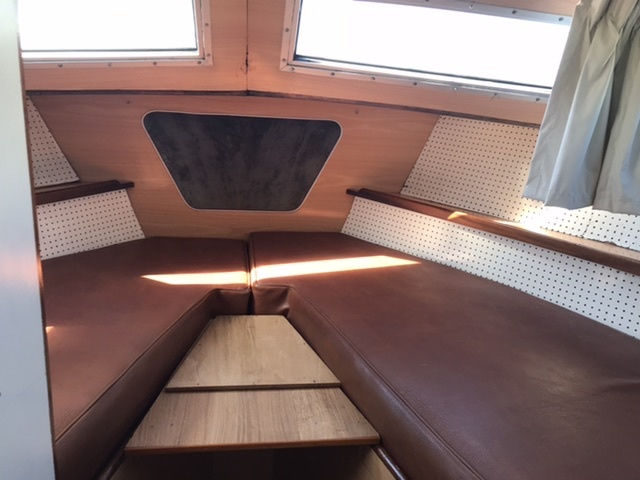 Powles - 40 centre folding wheelhouse