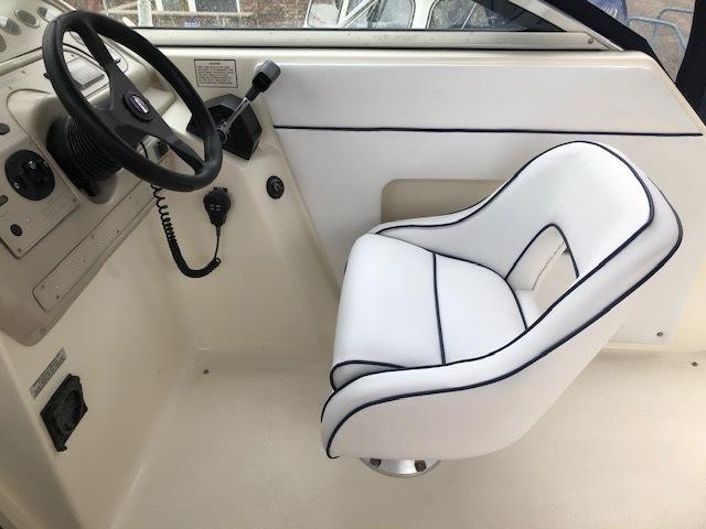 Rinker - Fiesta Vee 265