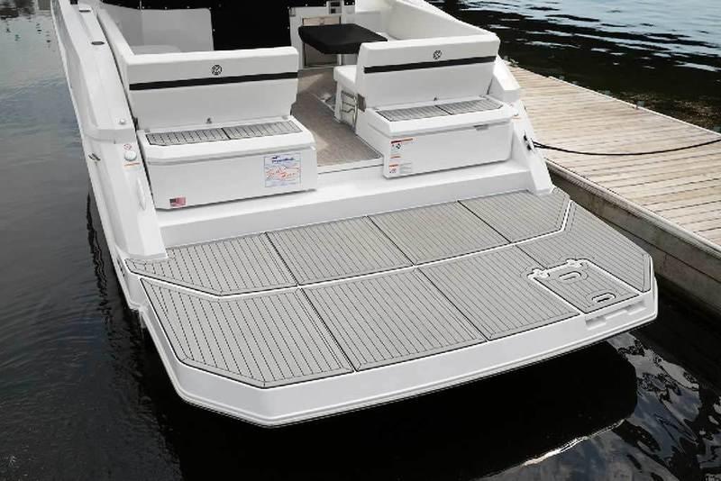 Cruisers Yachts - 39 Express Cruiser