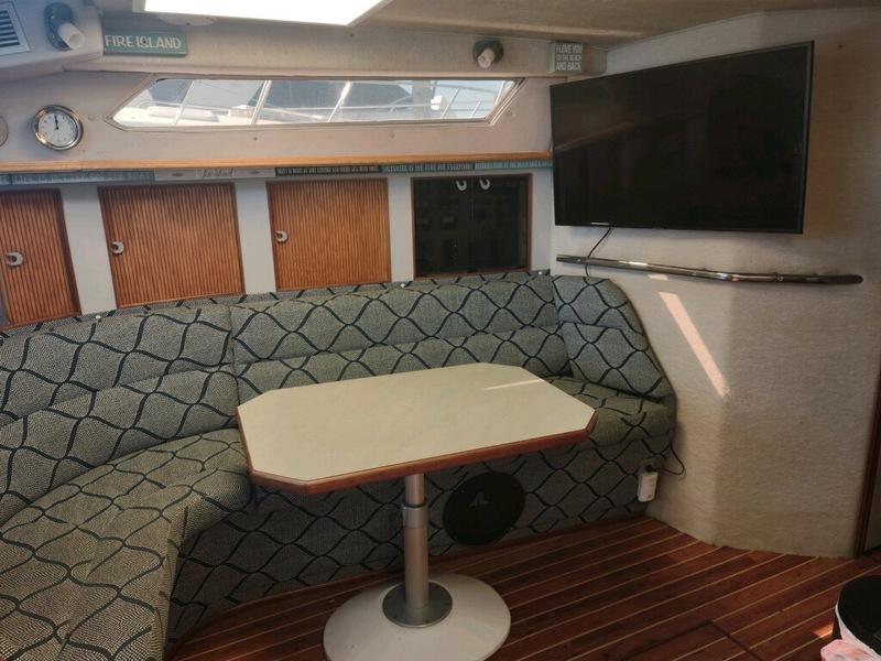 Sea Ray - 390 Express Cruiser