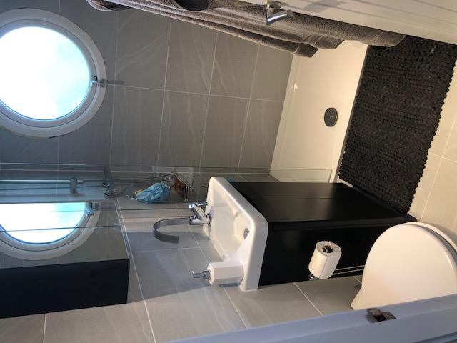 Houseboat - New