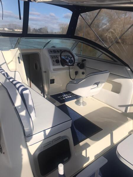Rinker - Fiesta Vee 265 (Ask for a virtual tour)