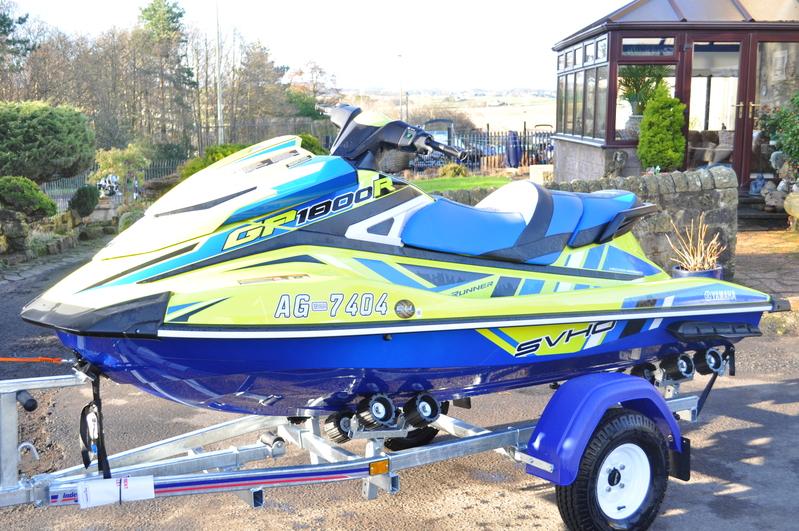 Yamaha - GP1800R